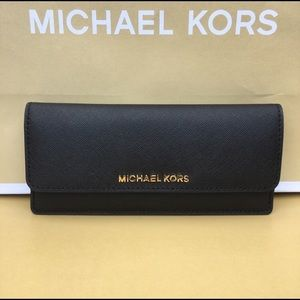 🍀💕Michael Kors Flat Black wallet🍀💕